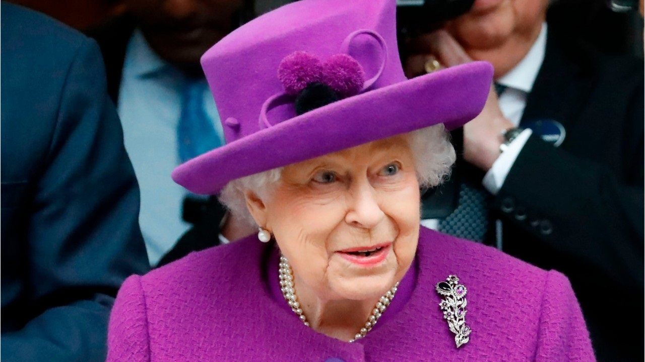 "Queen Elizabeth plans her royal comeback, expert says: "" We all hope this year will be different """