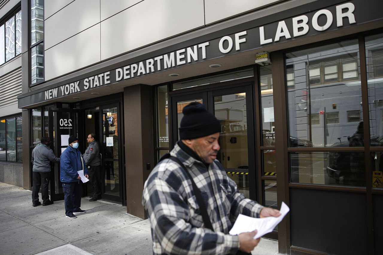 You do not need to contact the New York Unemployment Office for an additional $ 300;  When the benefits start