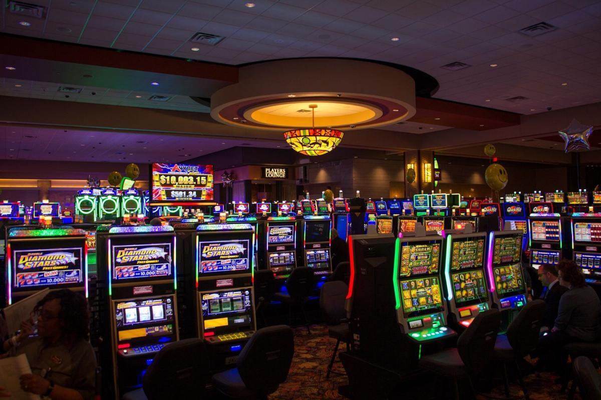 Cilvēks pret spēļu automātu: kā patiesībā darbojas Latvijas kazino spēļu automāti